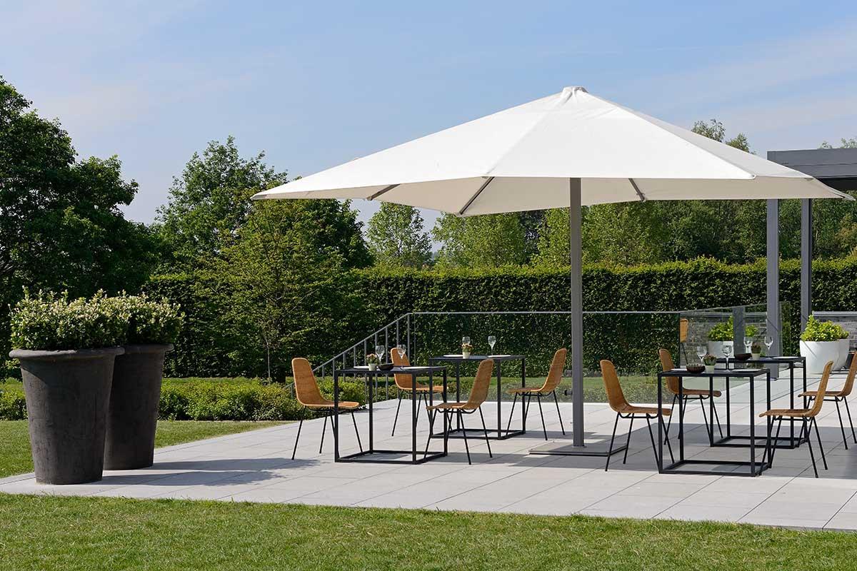 parasol mat central pour terrasse